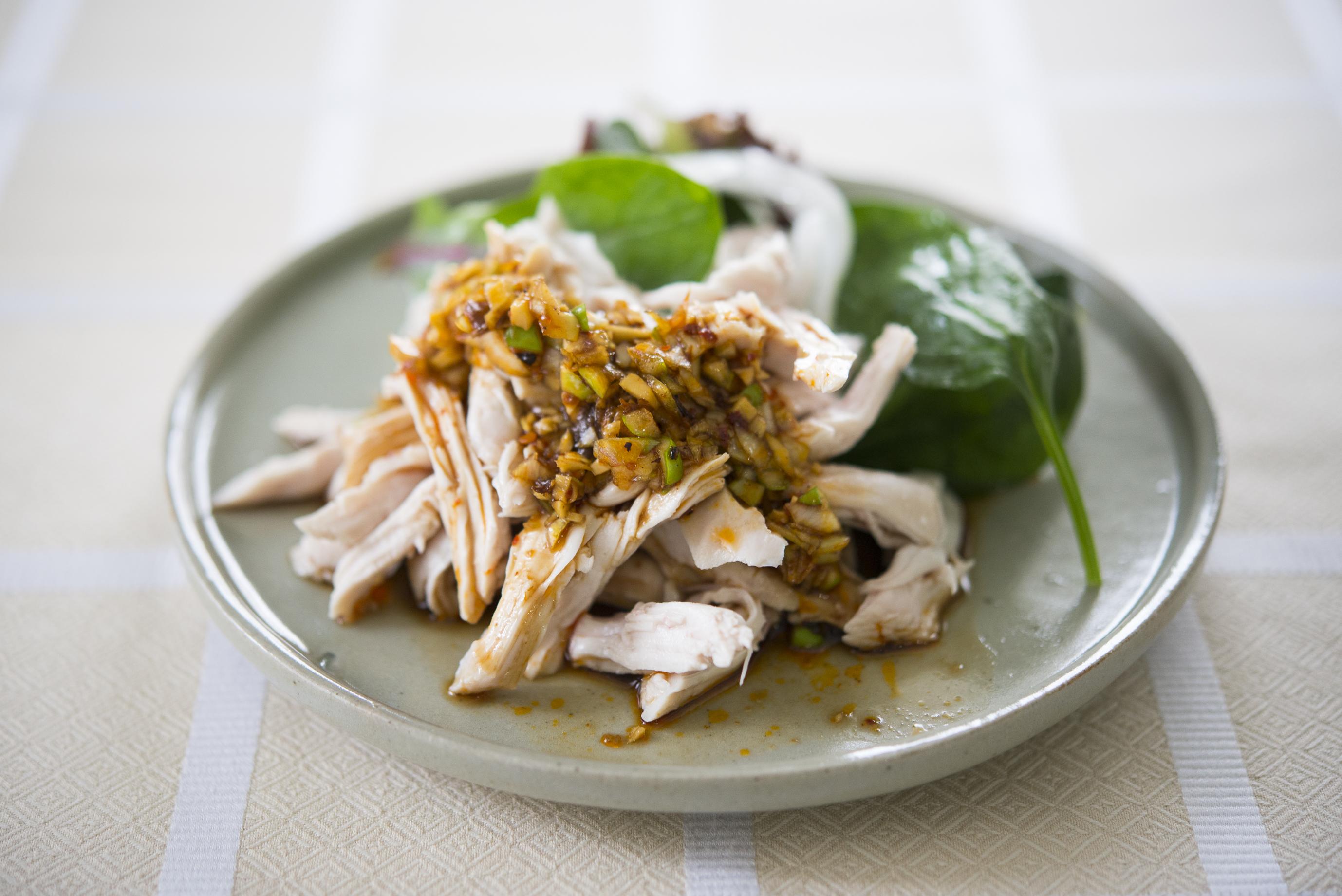 好みのタレとあわせるだけ「蒸し鶏のよだれ鶏」