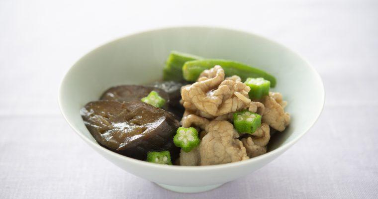 夏野菜たっぷり「豚しゃぶしゃぶ肉となすとオクラの煮物」
