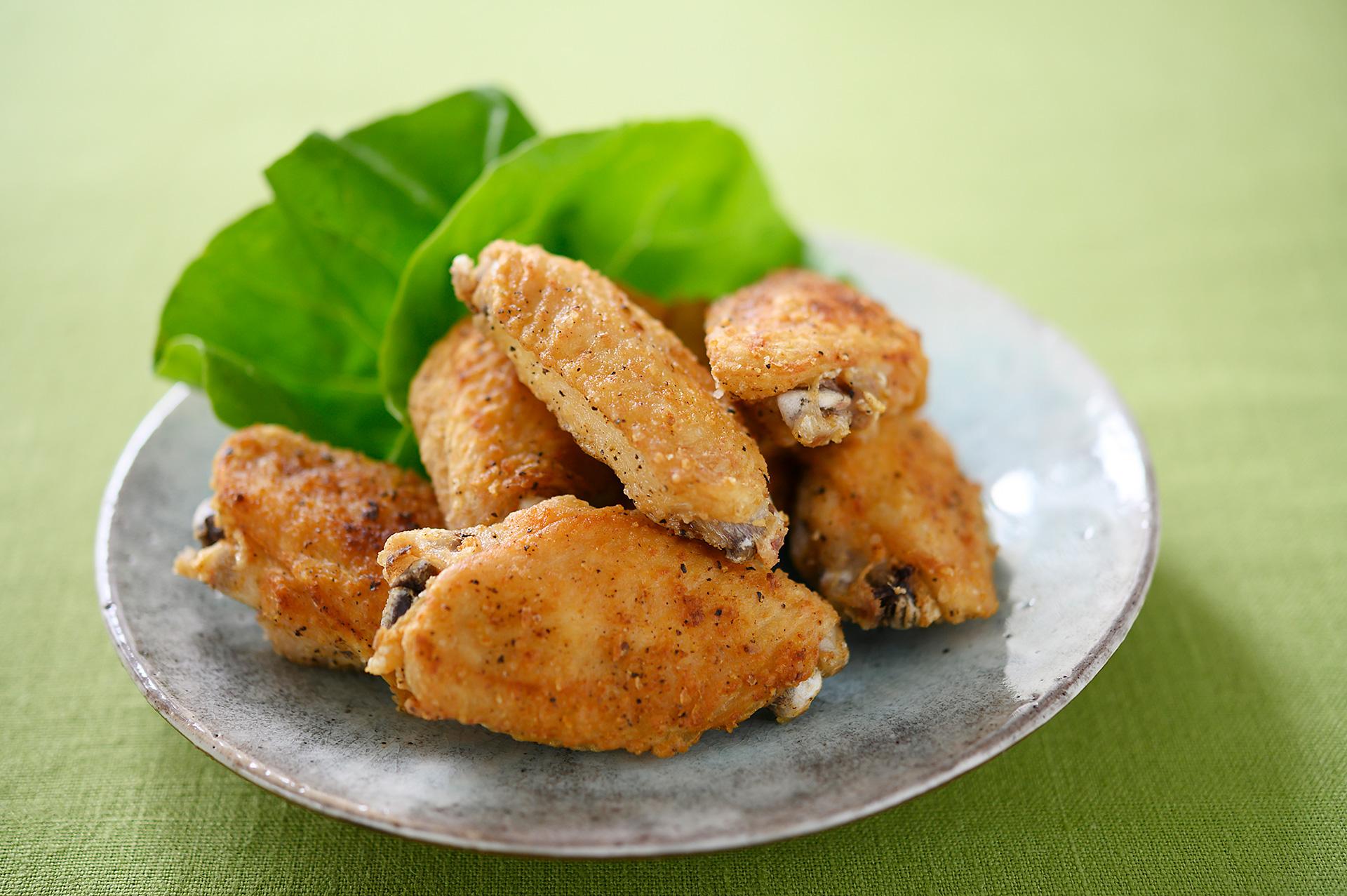 身離れよく食べやすい「塩コショウ風味の手羽先揚げ」