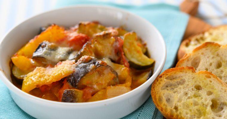 夏野菜たっぷりラタトゥイユのアレンジレシピ 「ラタトゥイユのチーズ焼きとガーリックトースト」