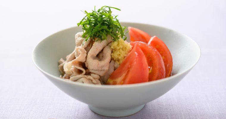 湯むきトマトで作る「トマトの出汁びたし 豚しゃぶ添え」