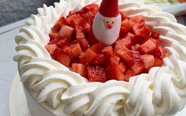フレンチの生徒さんに私からのクリスマスプレゼントはあまおうのショートケーキでした。いちごは今が一番香りがいいですね〜#fujinotakako #藤野貴子 #ショートケーキ (Instagram)