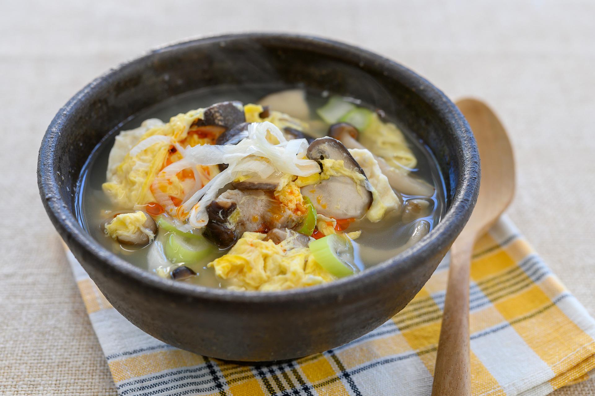 手軽にできる塩きのこのアレンジアイデア「塩きのこのかきたまスープ」