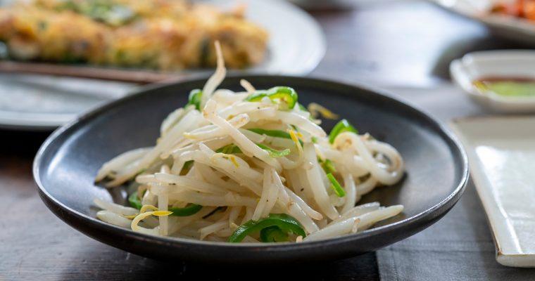 季節野菜を手軽に美味しく食べる「もやしとピーマンのナムル」